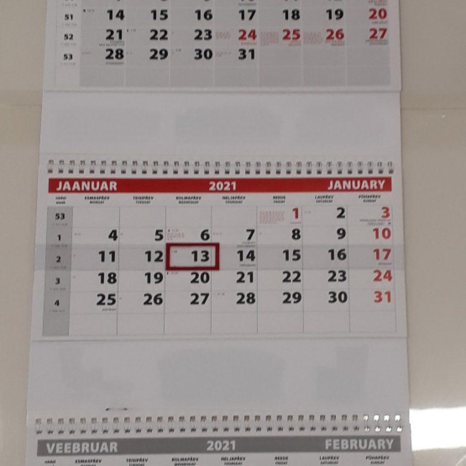 Trio kalender kolme kammtraatköitega ja päismikuga